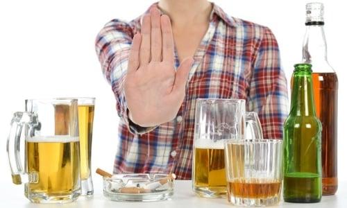 Рекомендован отказ от употребления этанолсодержащих напитков на весь период приема препарата