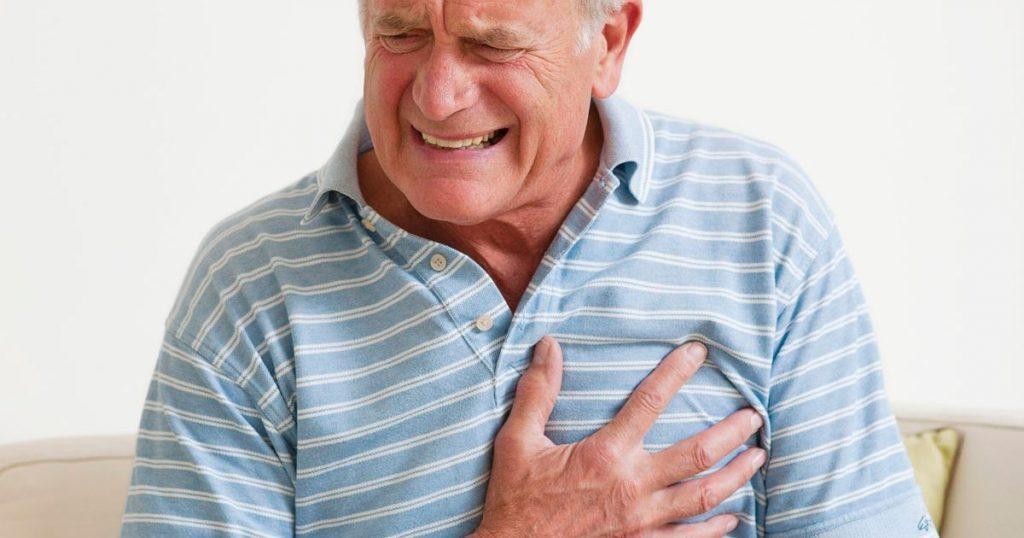 Чому болить серце після алкоголю